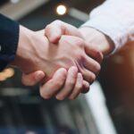 לחיצת יד וסגירת עסקה- לידים קרים ולידים חמים
